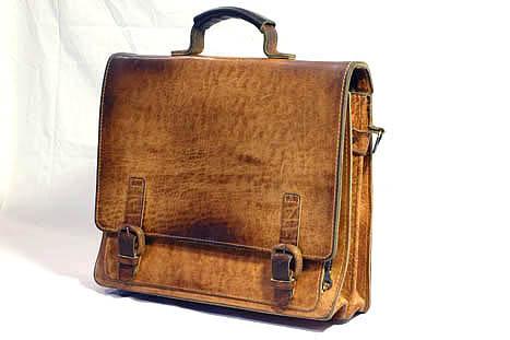 Классический кожаный портфель.